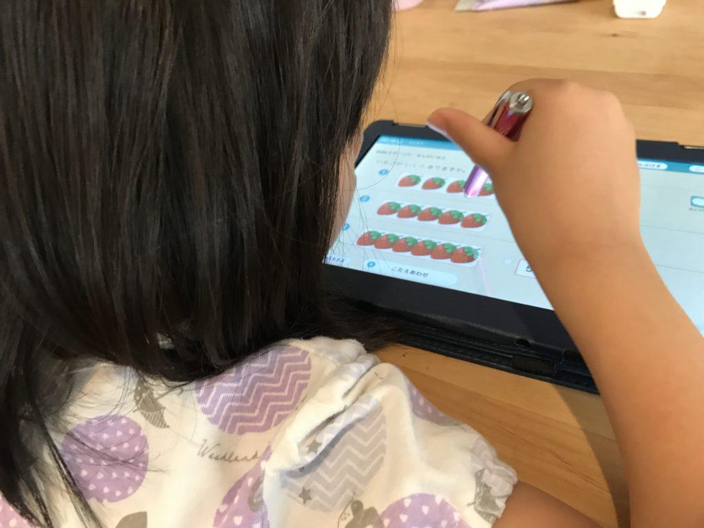 RISUキッズで勉強する娘
