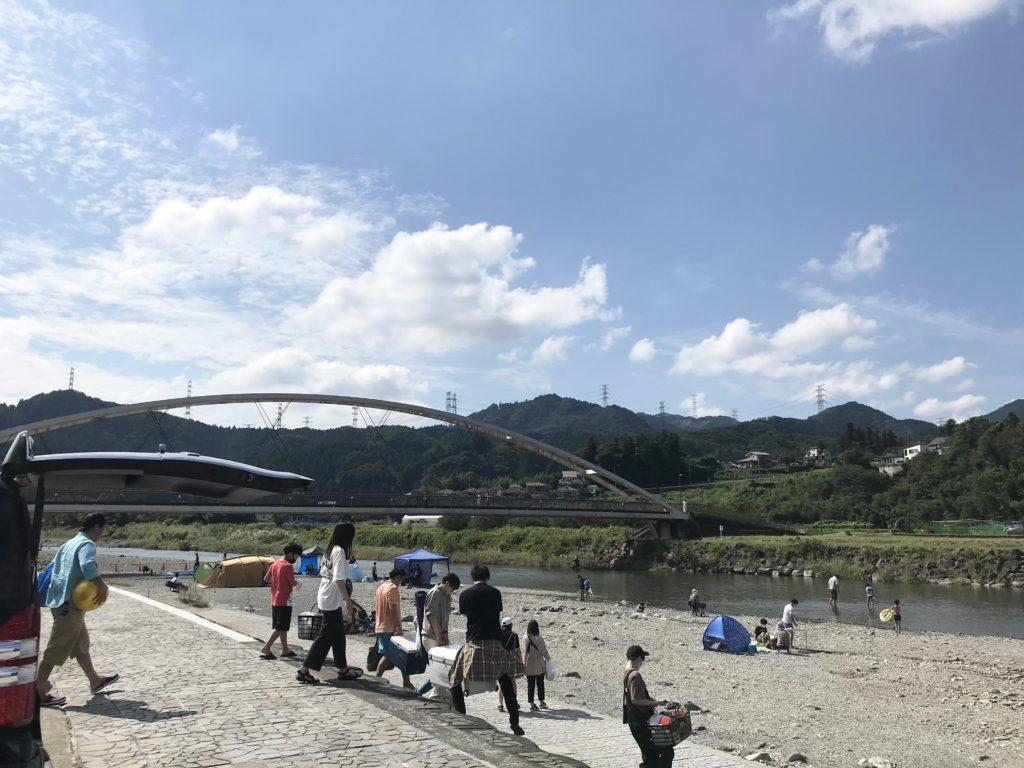 秋川橋河川公園バーベキューランドで川遊びだけの