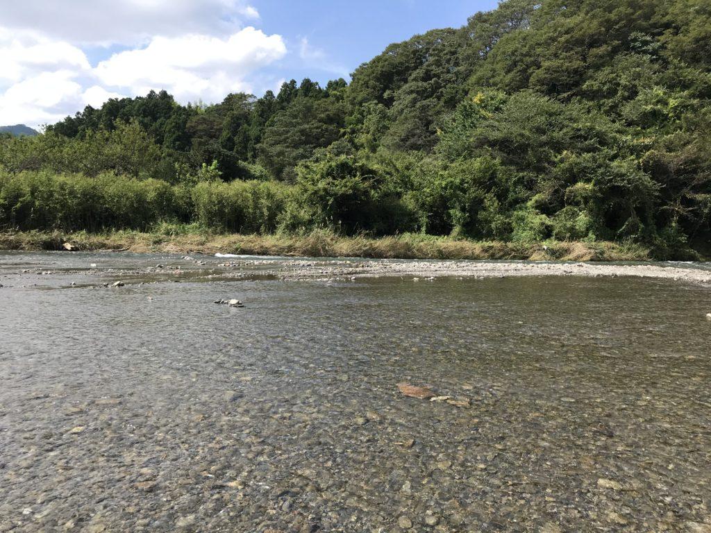 秋川橋河川公園バーベキューランドで川遊び